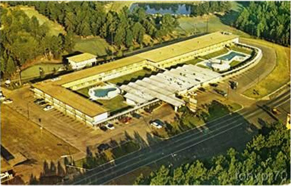 Aerial view of Hodges Gardens Motor Inn