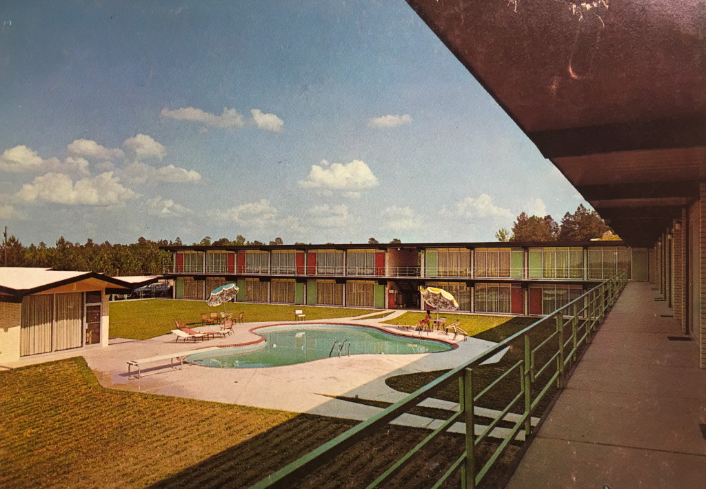 Swimming pool at Hodges Gardens Motor Inn