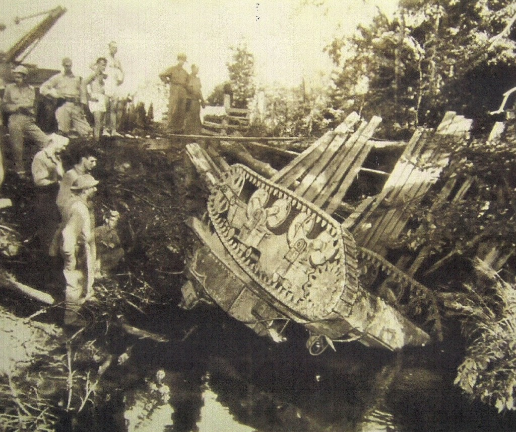 Bridge on Lockwood Creek near Many, La. collapsed as tanks were crossing it. No crewmen were injured in this accident. (Robertson Collection)
